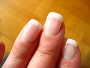 zadbane paznokcie - manicure francuski